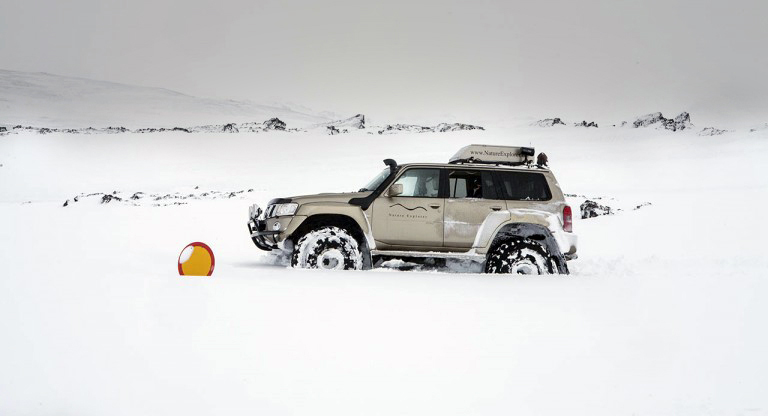 super-jeep-in-deep-snow