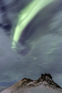 northern-lights-over-crater